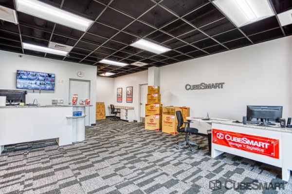 CubeSmart Self Storage - Louisville - 3415 Bardstown Rd 3415 Bardstown Road Louisville, KY - Photo 7