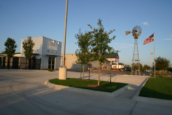 Windmill Mini Storage 204 Commercial Drive Taylor, TX - Photo 0