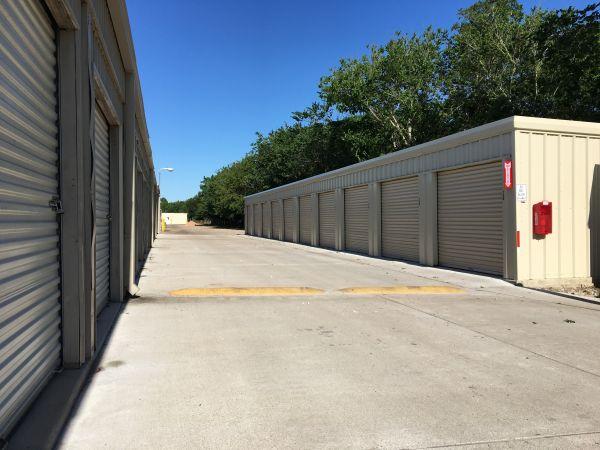 Handy Self Storage 16224 Texas 288 Business Angleton, TX - Photo 4