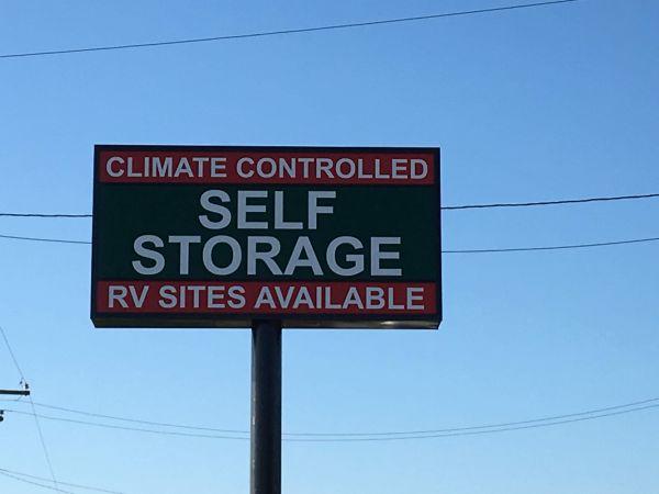 Handy Self Storage 16224 Texas 288 Business Angleton, TX - Photo 5