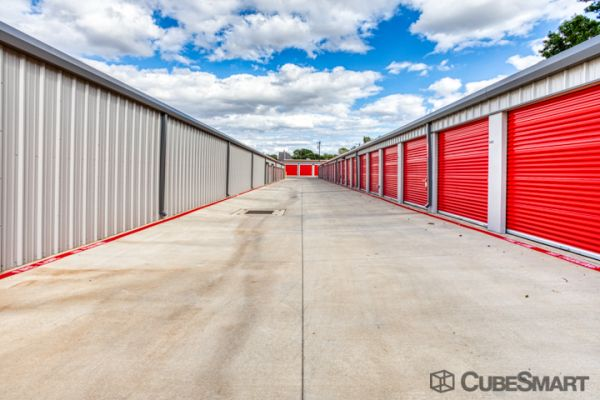 CubeSmart Self Storage - Arlington - 2216 W Park Row Dr 2216 West Park Row Drive Arlington, TX - Photo 2