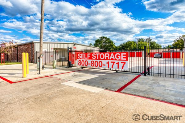 CubeSmart Self Storage - Arlington - 2216 W Park Row Dr 2216 West Park Row Drive Arlington, TX - Photo 4