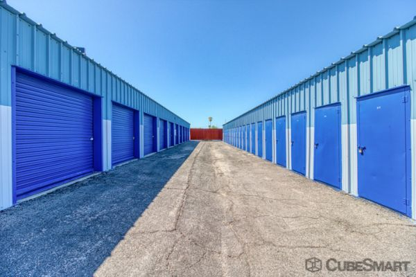 CubeSmart Self Storage - Tuscon - 702 W Silverlake Rd 702 West Silverlake Road Tucson, AZ - Photo 2