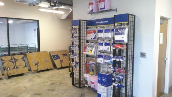 Life Storage - Tampa - East Dr. Martin Luther King Jr. Boulevard 1011 East Drive Martin Luther King Junior Boulevard Tampa, FL - Photo 1