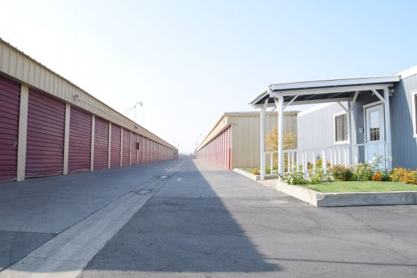 Safeguard Storage South 450 East Almond Avenue Madera, CA - Photo 3