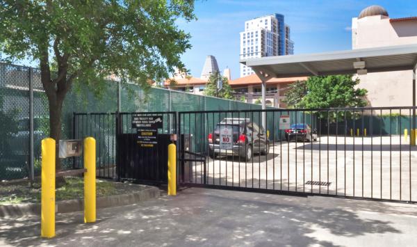 Bullseye Storage - Houston - West Dallas 3200 West Dallas Street Houston, TX - Photo 4
