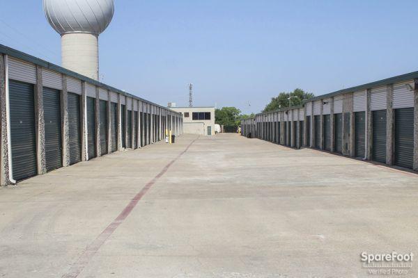 Watson & Taylor Self Storage - Belt Line 4015 Belt Line Road Addison, TX - Photo 5