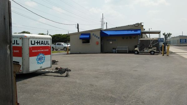 Watson & Taylor Self Storage - Bryan 2206 Finfeather Road Bryan, TX - Photo 11