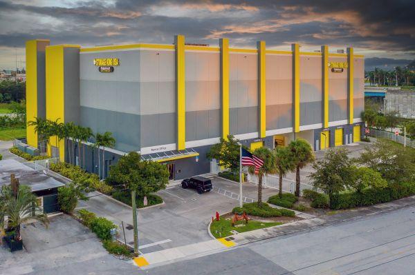 Storage King USA - 035 - Fort Lauderdale, FL - SE 6th Ave 3340 Southeast 6th Avenue Fort Lauderdale, FL - Photo 9