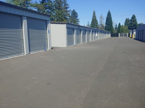 Hawthorne Mini & RV Storage 1241 Hawthorne Avenue Northeast Salem, OR - Photo 9