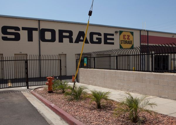 E-Z Storage of Burbank, L.P. 20 East Alameda Avenue Burbank, CA - Photo 1