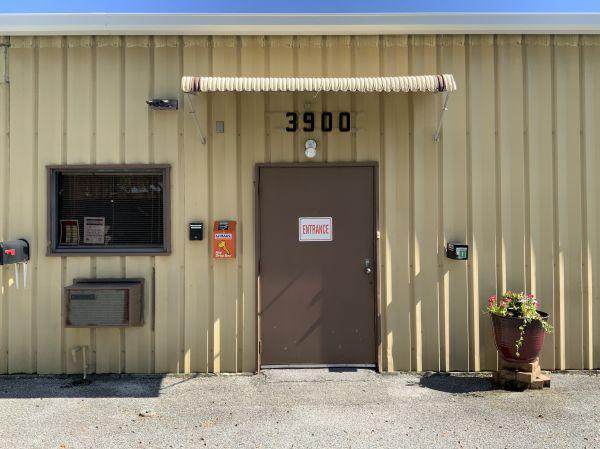 Rent A Closet 3900 69th Avenue North Pinellas Park, FL - Photo 7