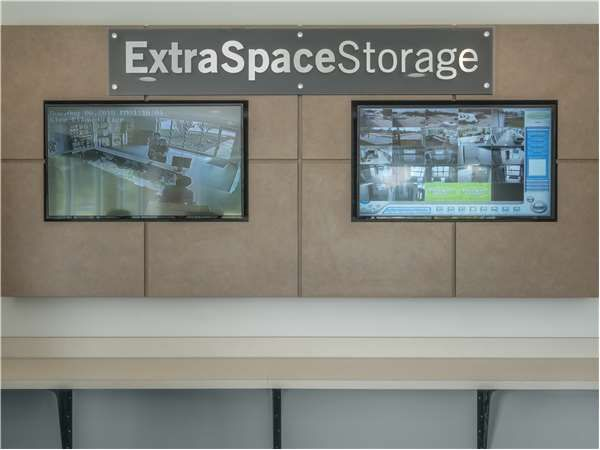 Extra Space Storage - Glen Ellyn - Main Street 1N372 Main Street Glen Ellyn, IL - Photo 4