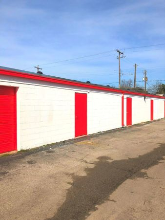 UStorage USA 215 East Hamilton Street Houston, TX - Photo 2