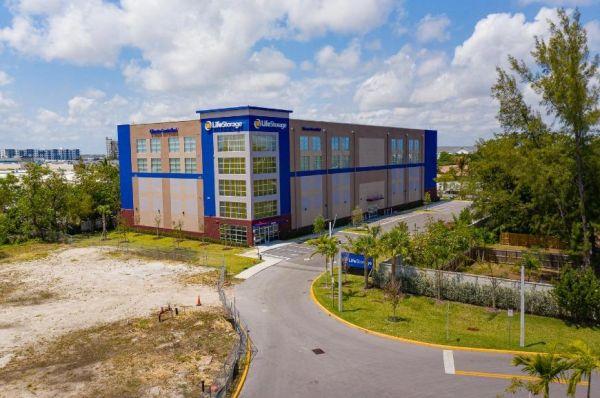 Life Storage - Dania Beach - 850 Stirling Road 850 Stirling Road Dania Beach, FL - Photo 6