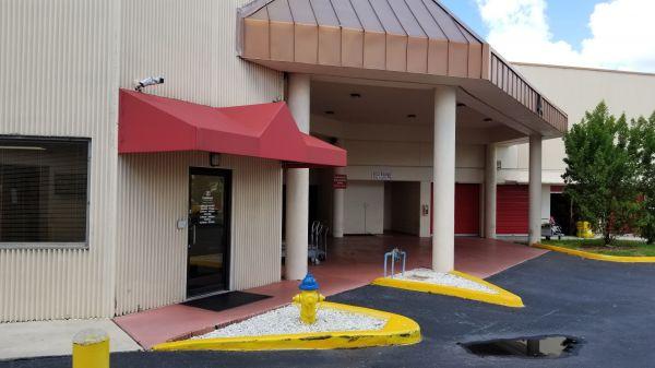 Snapbox Self Stoage - Pembroke Pines 8321 Pines Boulevard Pembroke Pines, FL - Photo 6