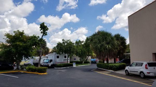Snapbox Self Stoage - Pembroke Pines 8321 Pines Boulevard Pembroke Pines, FL - Photo 7