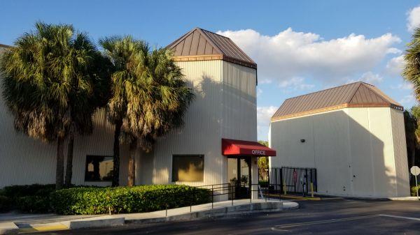 Snapbox Self Stoage - Pembroke Pines 8321 Pines Boulevard Pembroke Pines, FL - Photo 9