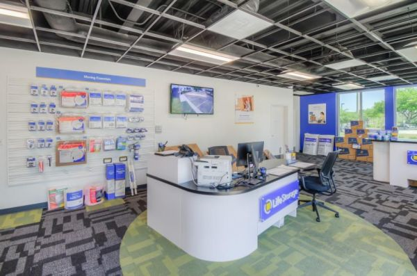 Life Storage - Oviedo - 1010 Lockwood Boulevard 1010 Lockwood Boulevard Oviedo, FL - Photo 5