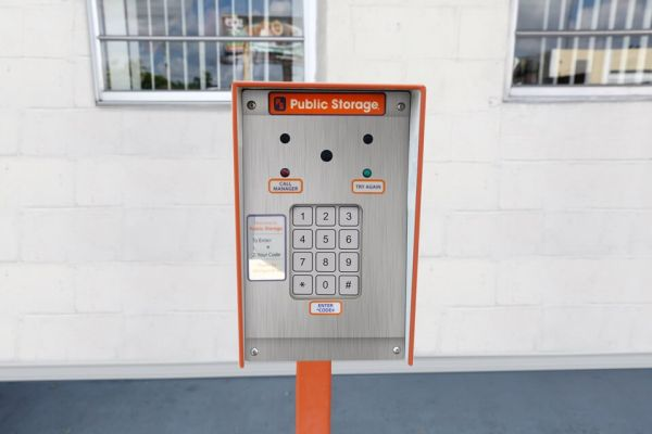 Public Storage - Hallandale - 3080 Pembroke Road 3080 Pembroke Road Hallandale, FL - Photo 4