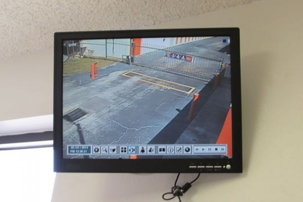 Public Storage - Tampa - 8421 W Hillsborough Ave 8421 W Hillsborough Ave Tampa, FL - Photo 3
