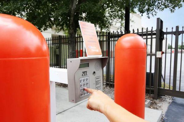 Public Storage - Orlando - 2275 N Semoran Blvd 2275 N Semoran Blvd Orlando, FL - Photo 4