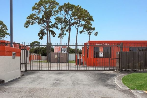Public Storage - Palm Beach Gardens - 8755 N Military Trail 8755 N Military Trail Palm Beach Gardens, FL - Photo 3