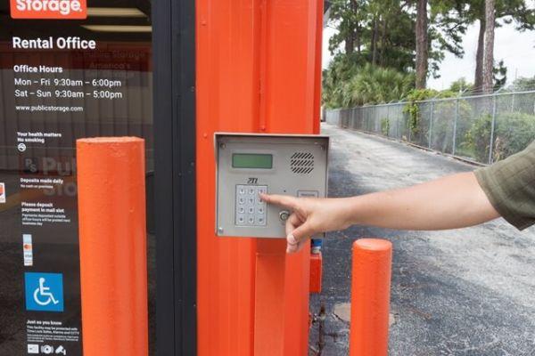 Public Storage - Palm Beach Gardens - 8755 N Military Trail 8755 N Military Trail Palm Beach Gardens, FL - Photo 4