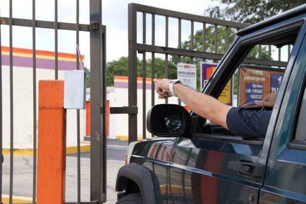 Public Storage - Fern Park - 7190 S US Highway 17/92 7190 S US Highway 17/92 Fern Park, FL - Photo 4