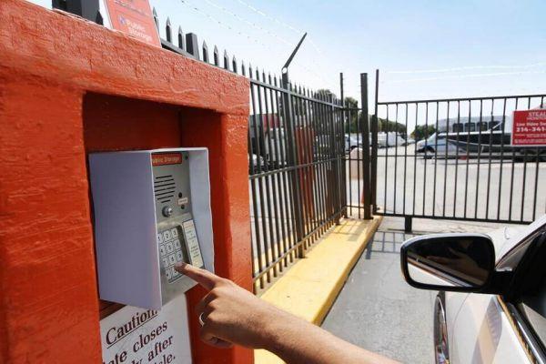 Public Storage - West Palm Beach - 3601 W Blue Heron Blvd 3601 W Blue Heron Blvd West Palm Beach, FL - Photo 4