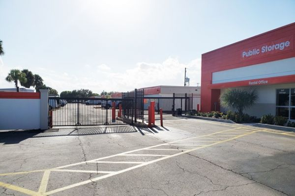 Public Storage - West Palm Beach - 3601 W Blue Heron Blvd 3601 W Blue Heron Blvd West Palm Beach, FL - Photo 3