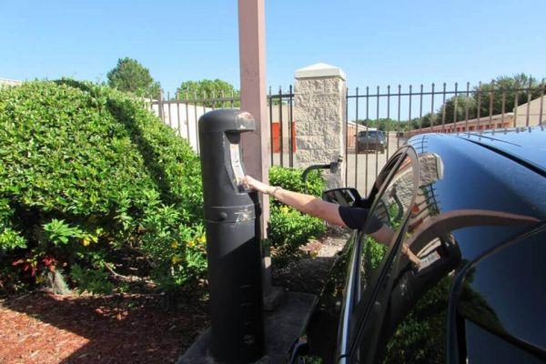 Public Storage - Brandon - 1010 W Lumsden Road 1010 W Lumsden Road Brandon, FL - Photo 4