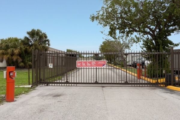 Public Storage - Lantana - 1801 Hypoluxo Road 1801 Hypoluxo Road Lantana, FL - Photo 3