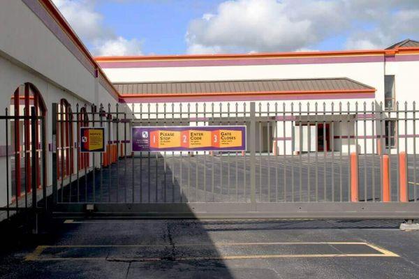 Public Storage - Longwood - 360 State Road 434 East 360 State Road 434 East Longwood, FL - Photo 3