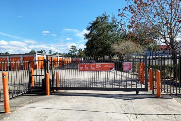 Public Storage - Spring Hill - 4080 Mariner Blvd 4080 Mariner Blvd Spring Hill, FL - Photo 3