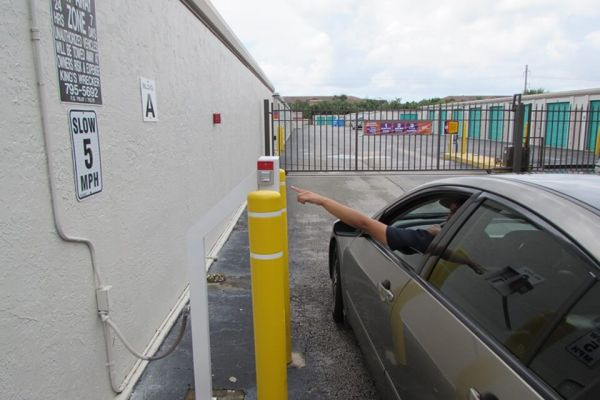 Public Storage - Lantana - 4390 Hypoluxo Rd 4390 Hypoluxo Rd Lantana, FL - Photo 4