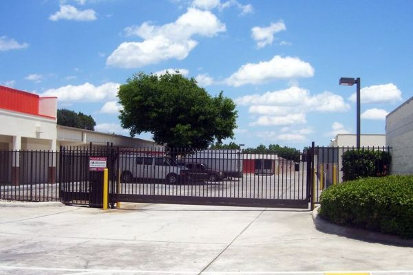 Public Storage - Kissimmee - 1701 Dyer Blvd 1701 Dyer Blvd Kissimmee, FL - Photo 3