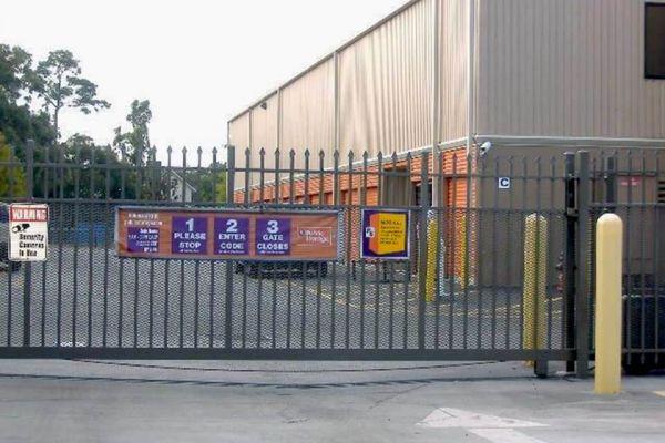 Public Storage - Orlando - 10280 E Colonial Dr 10280 E Colonial Dr Orlando, FL - Photo 3