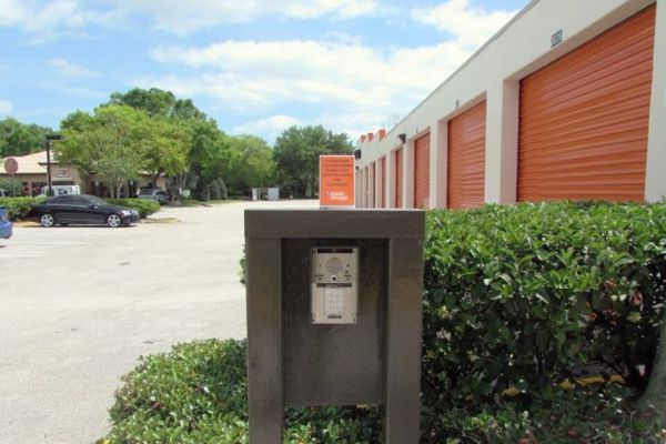 Public Storage - Lake Mary - 3725 W Lake Mary Blvd 3725 W Lake Mary Blvd Lake Mary, FL - Photo 4