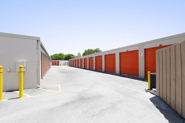 Public Storage - Weston - 2715 S Commerce Pkwy 2715 S Commerce Pkwy Weston, FL - Photo 1