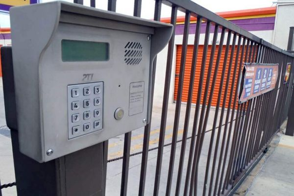 Public Storage - San Antonio - 555 W Sunset Road 555 W Sunset Road San Antonio, TX - Photo 4