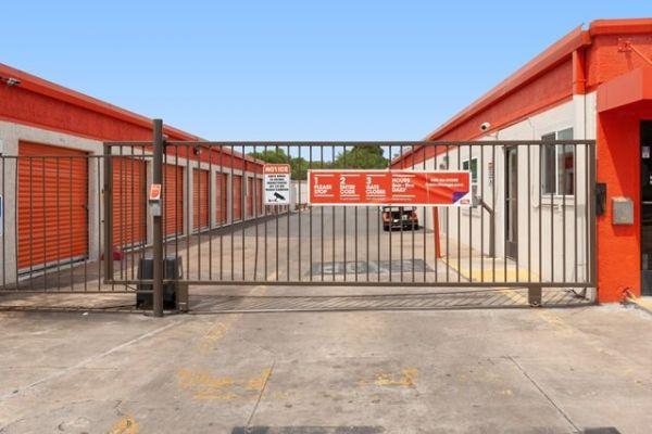 Public Storage - Austin - 7200 S 1st Street 7200 S 1st Street Austin, TX - Photo 3