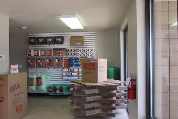 Public Storage - Tampa - 3413 W Hillsborough Ave 3413 W Hillsborough Ave Tampa, FL - Photo 2
