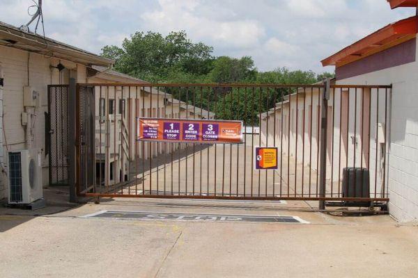 Public Storage - Carrollton - 1225 West Trinity Mills Rd 1225 West Trinity Mills Rd Carrollton, TX - Photo 3