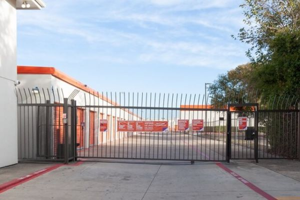 Public Storage - Dallas - 2861 Walnut Hill Lane 2861 Walnut Hill Lane Dallas, TX - Photo 3