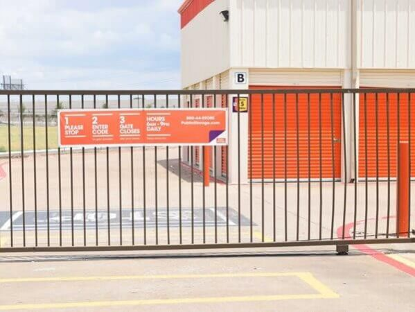 Public Storage - Dallas - 11085 Walnut Hill Lane 11085 Walnut Hill Lane Dallas, TX - Photo 3