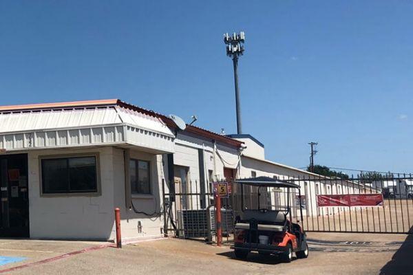 Public Storage - Duncanville - 732 South Cedar Ridge Drive 732 South Cedar Ridge Drive Duncanville, TX - Photo 3