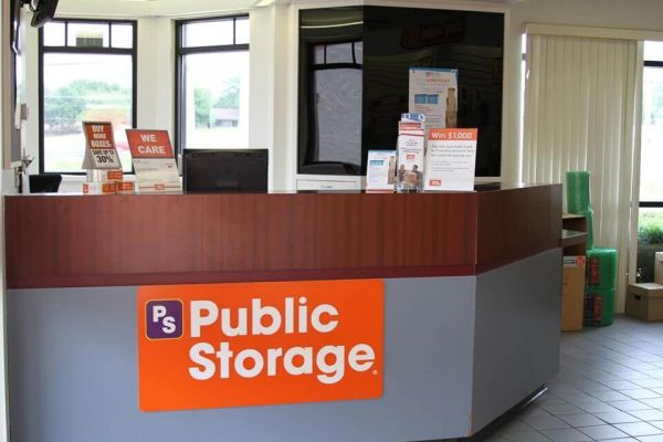 Public Storage - Lewisville - 601 North Stemmons Freeway 601 North Stemmons Freeway Lewisville, TX - Photo 2