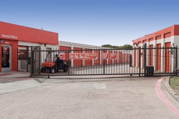 Public Storage - Irving - 1520 W Irving Blvd 1520 W Irving Blvd Irving, TX - Photo 3