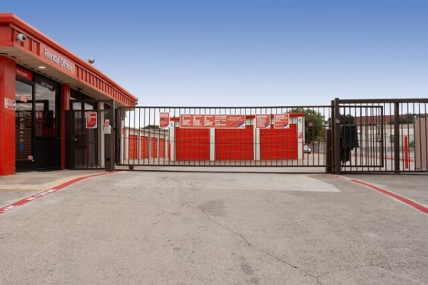 Public Storage - Carrollton - 1707 South I-35 East 1707 South I-35 East Carrollton, TX - Photo 3
